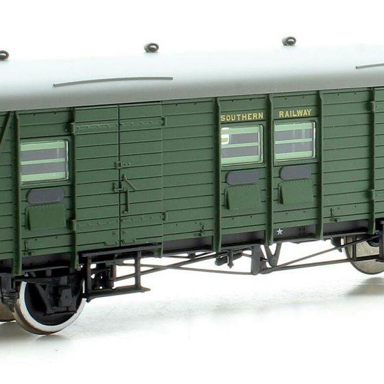 Bachmann 39-525A OO Southern PLV Passenger Luggage Van SR Green, No. 1061